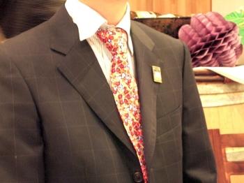 デュブッフラベルデザインのネクタイ